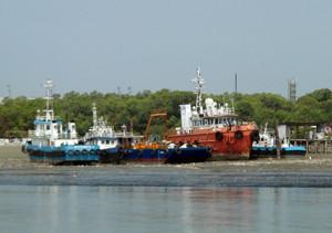 b båtar tidvatten lågt