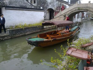 k båt i kanal